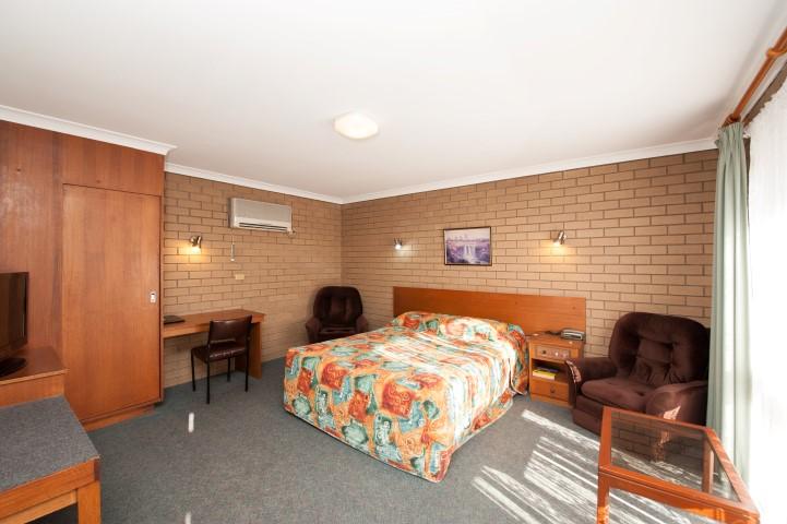 motel in Albury queen bed